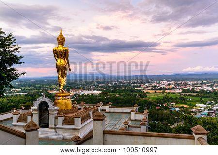 Wat Phra That Kao Noi With Beautiful Sky
