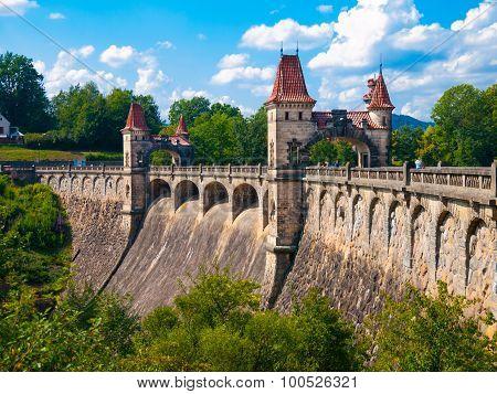 Historical dam Les Kralovstvi