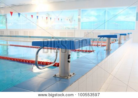 Platform for start and lane of swimming pool