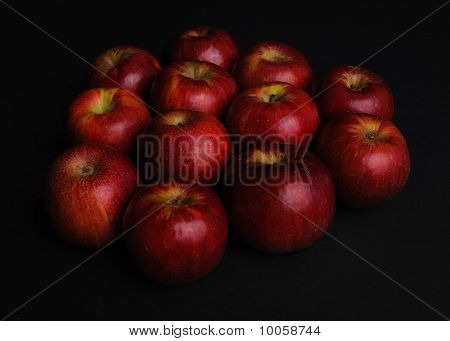 Apples in the dark