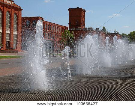 Fountain in Manufaktura.