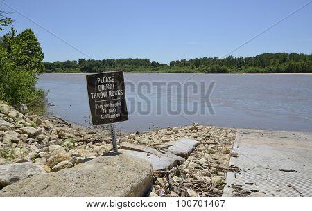 Please do not throw rocks sign
