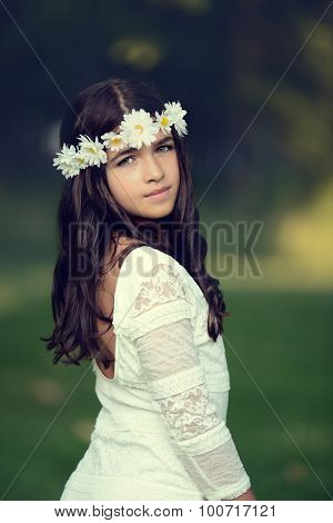 Young girl with daisy chain headband