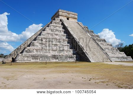 Pyramid at Chichen Itza Mexico