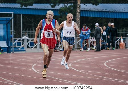 competition old men in the 400m
