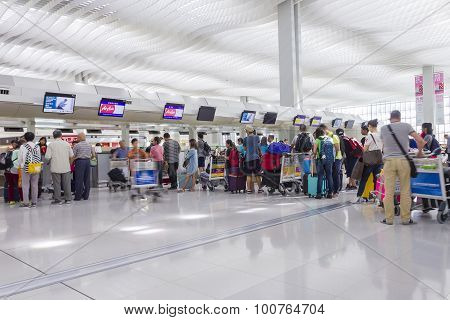 Passengers Queuing Up In Check-in Counter In The Hong Kong International Airport