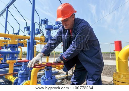 Employee working on the gas treatment plant
