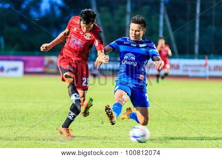 Sisaket Thailand-august 12: Kittipong Wongma Of Sisaket Fc. (crimson) Shooting Ball During Chang Fa