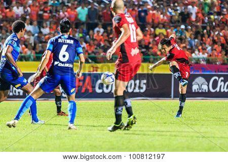 Sisaket Thailand-august 12: Khapfa Boonmatoon Of Sisaket Fc. (crimson) Shooting Ball During Chang Fa