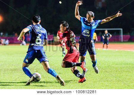Sisaket Thailand-august 12: Jirawat Daokhao Of Sisaket Fc. (crimson) Shooting Ball During Chang Fa C