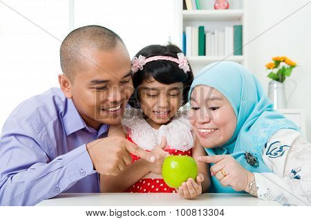 healthy lifestyle of muslim family