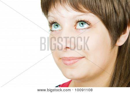 Retrato de uma linda menina de olhos azuis
