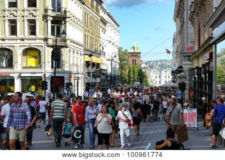 busy shopping day in oslo high street, norway