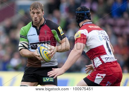 TWICKENHAM, ENGLAND. 17 SEPTEMBER 2011. Harlequins Chris Robshaw  in action during the Aviva premiership rugby union match between Harlequins and Gloucester played at The Stoop Twickenham.