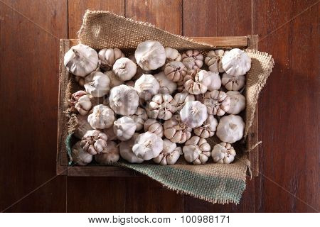 garlic in the wooden crate