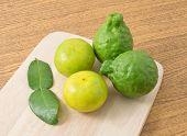 Постер, плакат: Kaffir Lime With Lemon Lime On Wooden Board