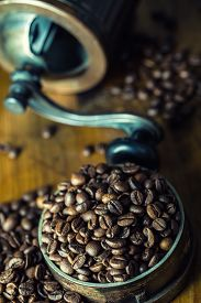 foto of coffee grounds  - Coffee. Coffee beans. Roasted coffee beans spilled freely on a wooden table. Coffee beans in a dish for ground coffee.