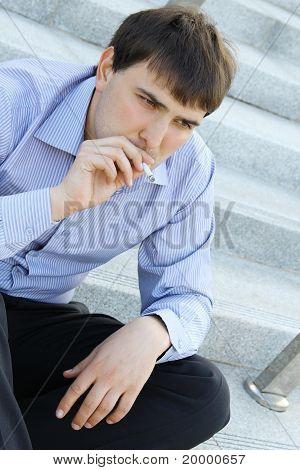 Zakenman rookt