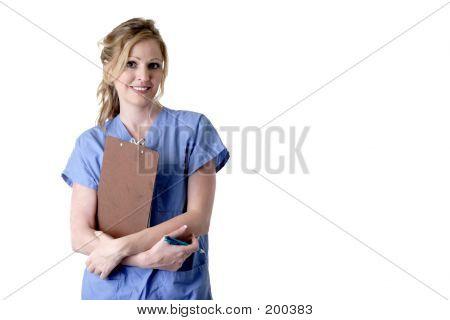 Enfermera con portapapeles