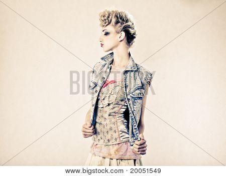 Schöne Blond Mode Model Studioaufnahme