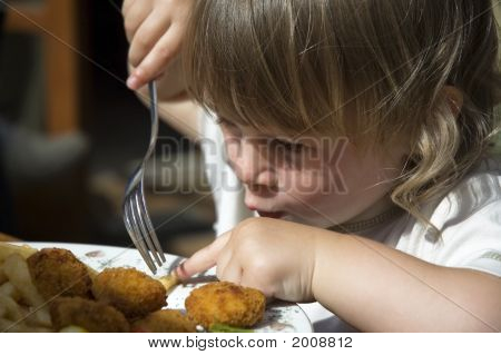 Little Girl eating Pommes frites