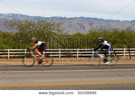 El Tour de Tucson bike racers compete