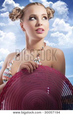 blonde Frau mit Hut Sommer
