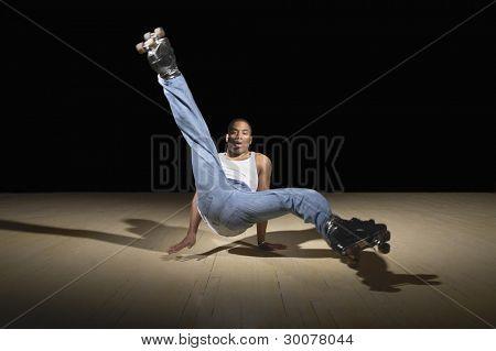 Porträt des Menschen tanzen auf Rollschuhen