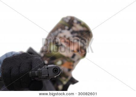 mit dem Ziel, einer Pistole