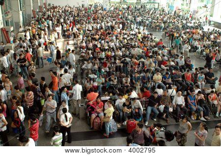chinesische Bus Station Menschenmenge