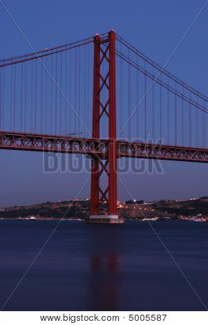 Puente de Lisboa - 25 de abril (día)