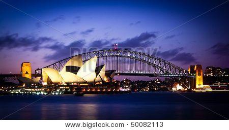 SYDNEY, AUSTRALIA - 1 de SEPT: Más famosos iconos de Sydney, el Sydney Opera House y el Harbour Bridge