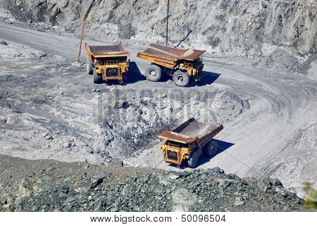 Operation by workers in bottom of asbestos mine