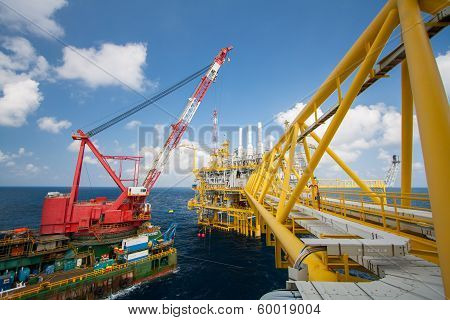 Large crane vessel installing the platform in offshore,crane barge doing marine heavy lift installat