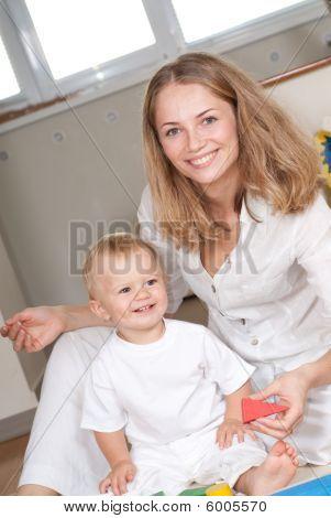 junge Mutter und ihr Sohn
