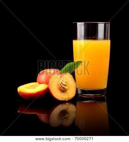Close-up Shot Sliced Orange Nectarines With Juice And Leaf