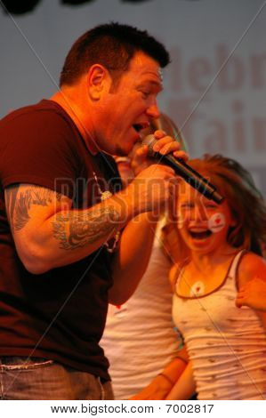 Steve Harwell of Smash Mouth performing at Celebrate Fairfax, Fairfax,Va, 2007