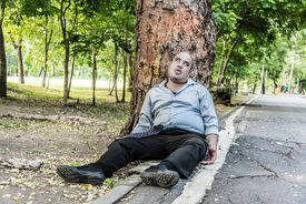 picture of corpses  - A fat Asian guy corpse die under the tree beside the street - JPG