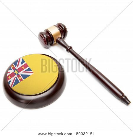 Judge Gavel And Soundboard With National Flag On It - Niue