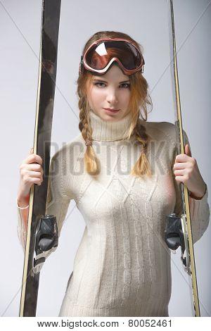 girl portrait with ski