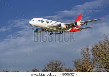 Qantas Airlines Approach at Heathrow Airport