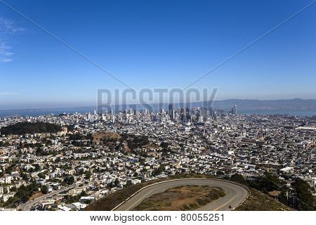 wiev of the San Francisco from twin peaks hills, California