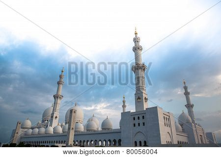 White History Heritage Islamic Mosque In Abu Dhabi