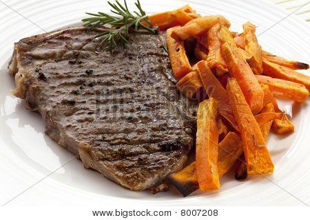 Bife e batata doce frita