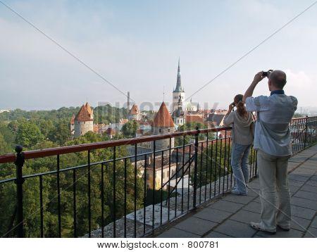 Fotógrafos hacen fotos de Tallinn