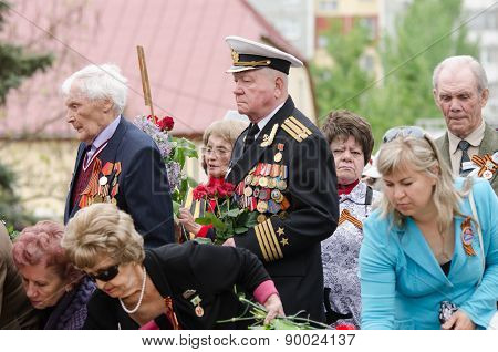 Veteran In Crowd Laid Flowers To The Monument
