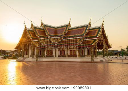 Sunset Buddhist Temple,wat Phra That Choeng Chum