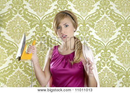 Hysterical Retro Woman Vintage Iron Wallpaper