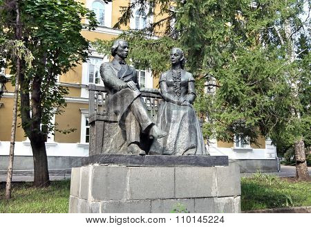 Monument To Lenin Parents - Ilya Ulyanov And Maria Blanc