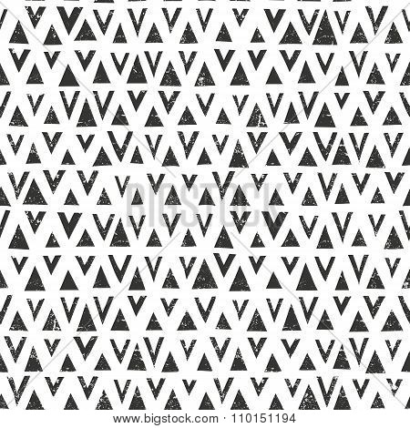 Vector hand drawn pattern with triangles. Seamless geometric background with grunge texture.